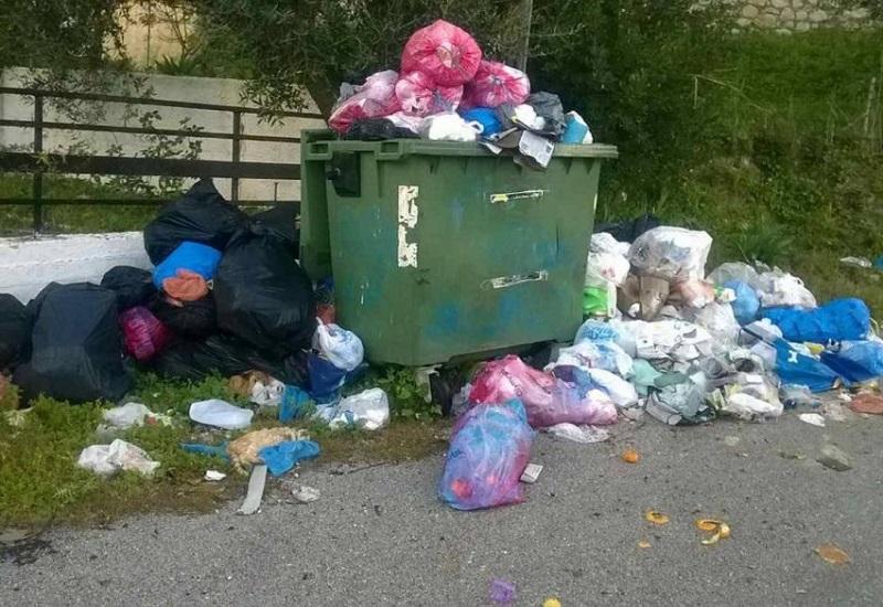 Σε απόγνωση οι κάτοικοι Αιγιάλειας για τα σκουπίδια