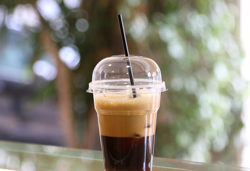 Τεράστιο ποσό πλαστικών ποτηριών από καφέ στην Ελλάδα
