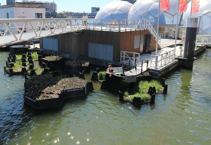 Πλωτό πάρκο από σκουπίδια στο Ρότερνταμ (vid)