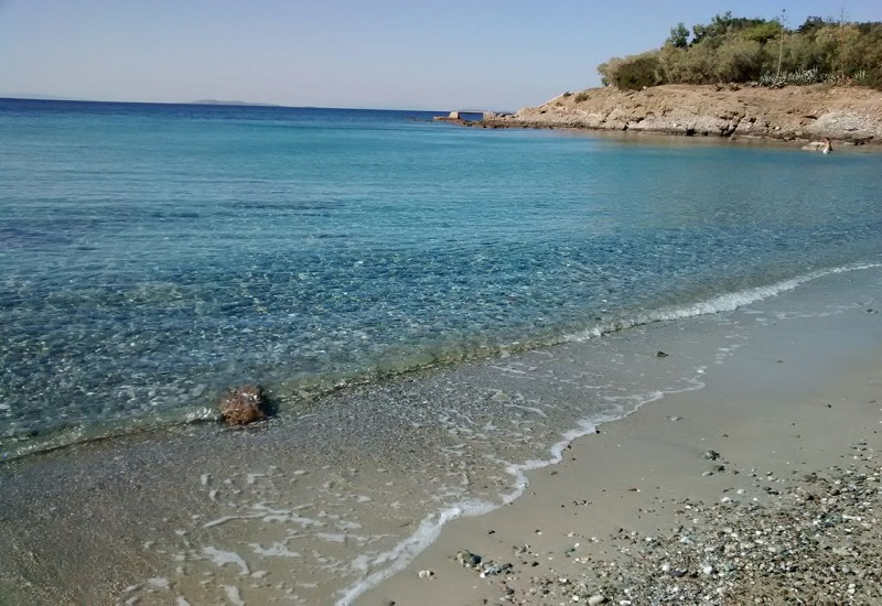 Η παραλία της Σαρωνίδας θα είναι αυτό το καλοκαίρι πιο καθαρή!