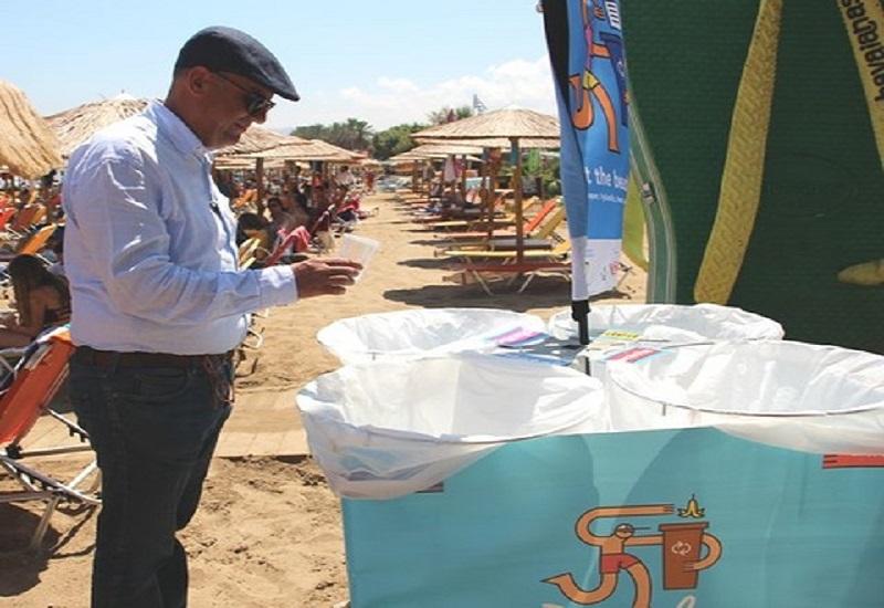 Ανακυκλώνει στην παραλία ο Δήμος Χανίων