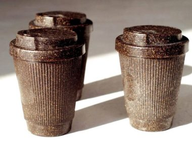 kaffeeform-reusable-coffee-cups-made-old-recyclable-coffee-grounds-designboom-6-818×545