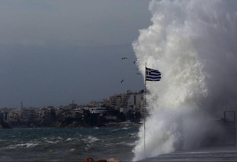 """Σαρώνει τη χώρα ο """"Ξενοφών"""" – Απαγορευτικό σε πλοία και κλειστά σχολεία"""