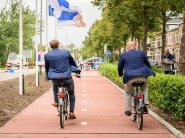 plasticroad-recycled-plastic-bicycle-path-2