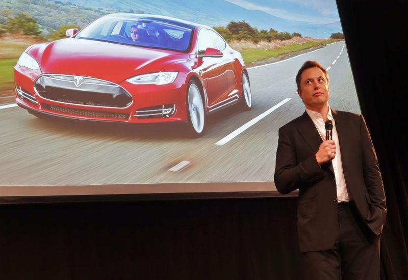 Παραιτείται από την προεδρία της Tesla ο Ίλον Μασκ