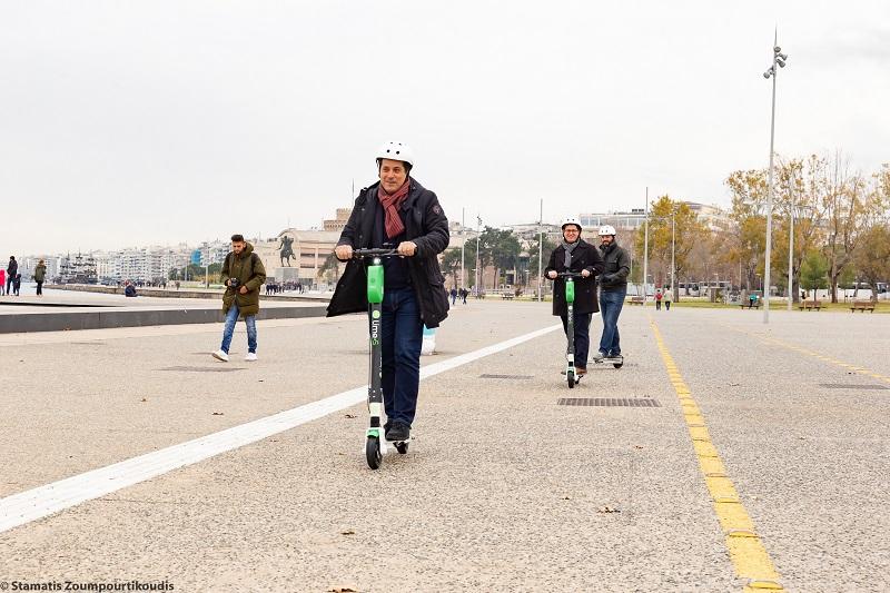 Θεσσαλονίκη: Μετακινήσεις με ηλεκτρικά πατίνια μέσω κινητού