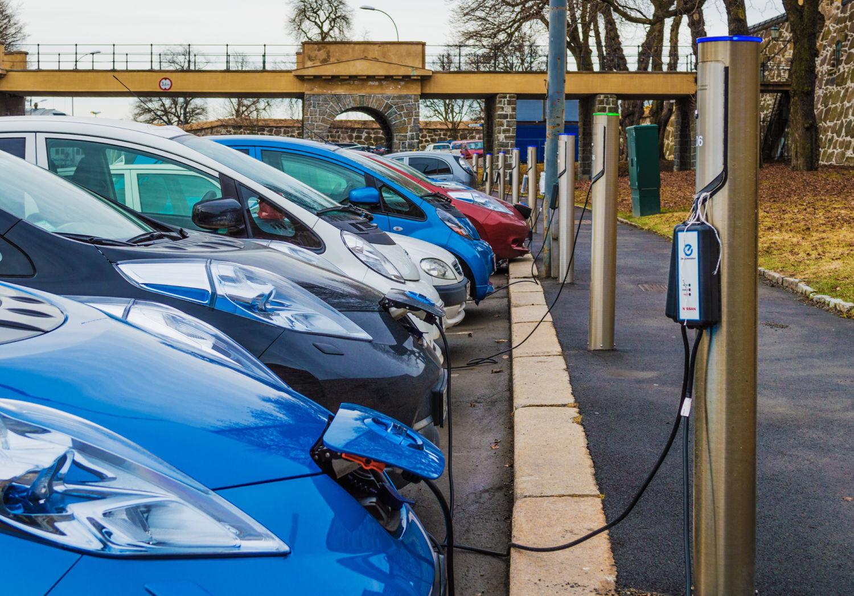 Γαλλία: Πρόγραμμα για την ενίσχυση της ηλεκτροκίνησης ανακοίνωσε ο Μακρόν