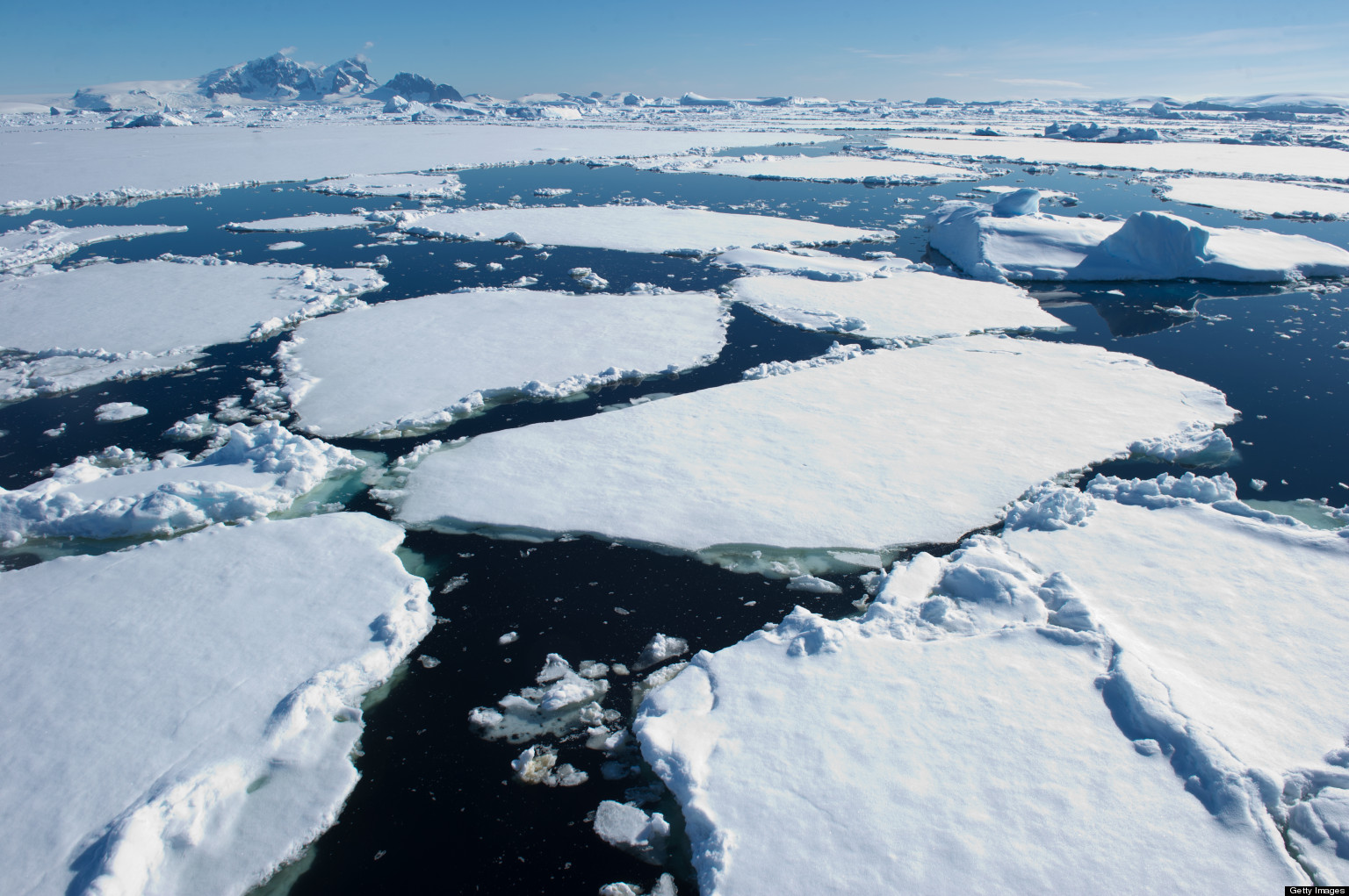 Τετραπλασιάστηκε η ταχύτητα που λιώνουν οι πάγοι τα τελευταία 15 χρόνια