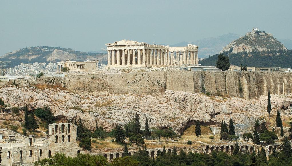 Τρία μέτρα του ΥΠΕΝ για τα κτήρια γύρω από τον Ακρόπολη