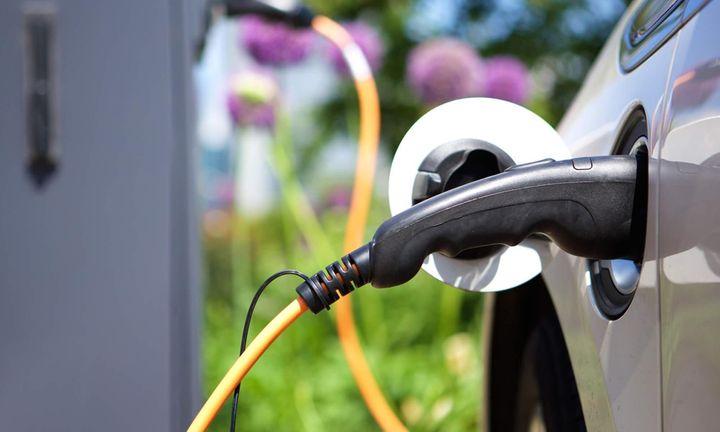 Σχέδιο για ενίσχυση της ηλεκτροκίνησης επεξεργάζεται το ΥΠΕΝ