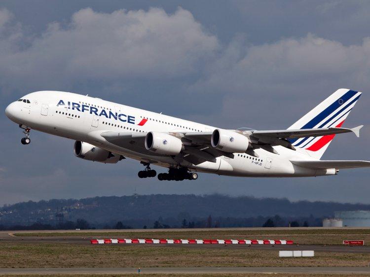 Η Γαλλία βάζει περιβαλλοντικό φόρο στις πτήσεις