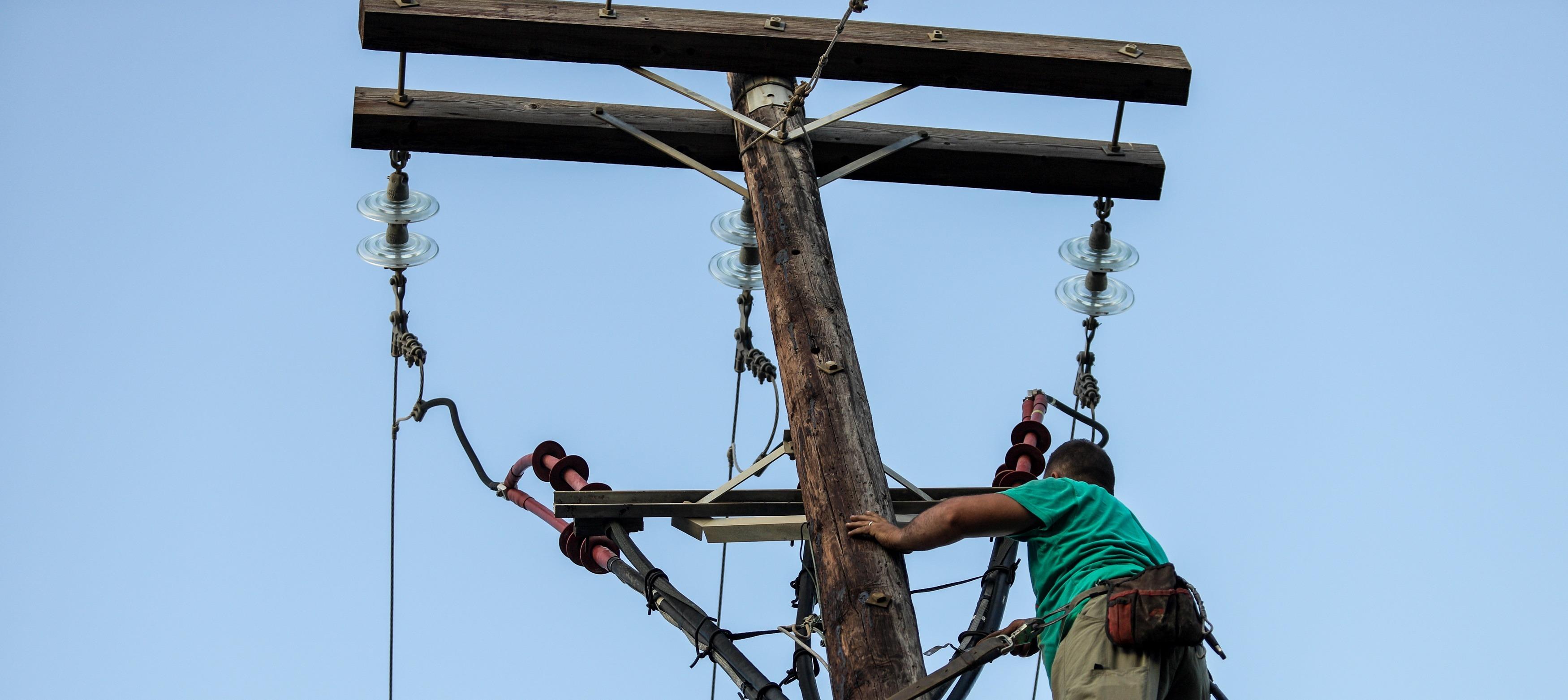 Δήμος Πόρου κατά ΔΕΔΔΗΕ: Τα καλώδια ρεύματος τοποθετήθηκαν χαμηλότερα