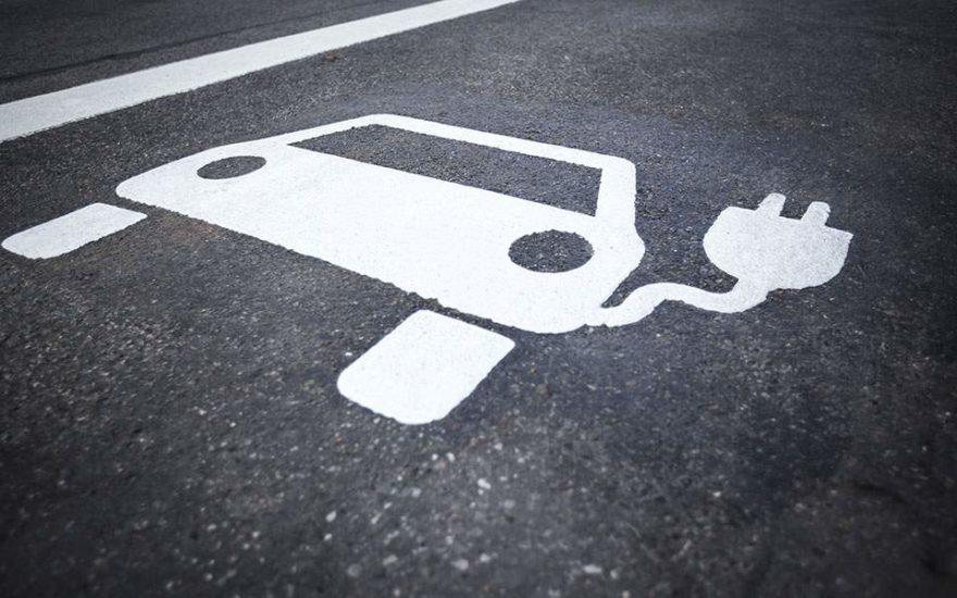 Πουλήθηκαν 2.100 ηλεκτρικά αυτοκίνητα το 2020