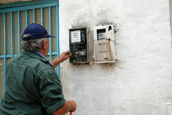 Πειραιάς: Παριστάνουν τους υπαλλήλους της ΔΕΗ και ρημάζουν τους ηλικιωμένους