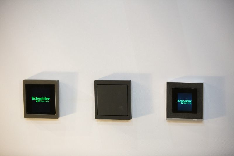 Η Schneider Electric παρουσιάζει τη νέα σειρά διακοπτικού υλικού Merten D-Life και τα νέα πλαίσια M-Pure Decor
