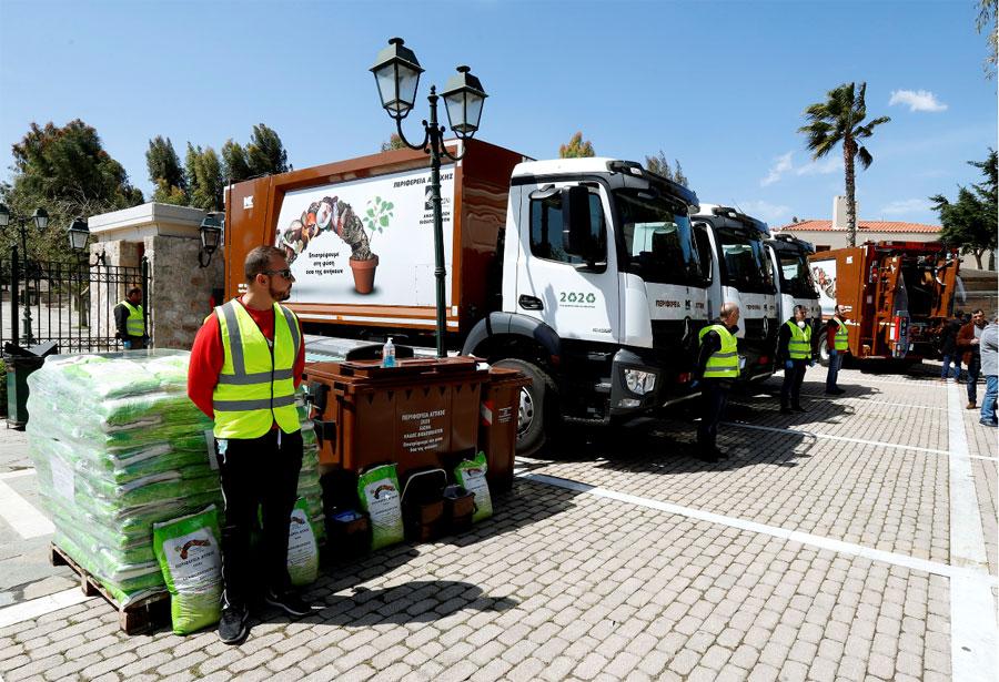 Περιστέρι: 4 απορριμματοφόρα και 500 κάδοι οργανικών αποβλήτων από την Περιφέρεια Αττικής
