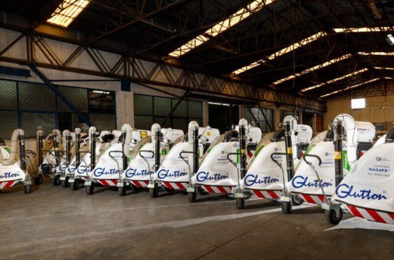 Δήμος Αθηναίων: 12 ηλεκτρικές, αυτοκινούμενες σκούπες στο «οπλοστάσιο» της καθαριότητας