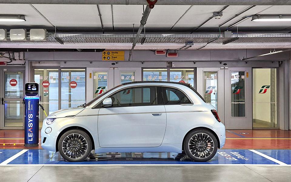 H Fiat Chrysler Automobiles «βάζει στην πρίζα» την ηλεκτροκίνηση
