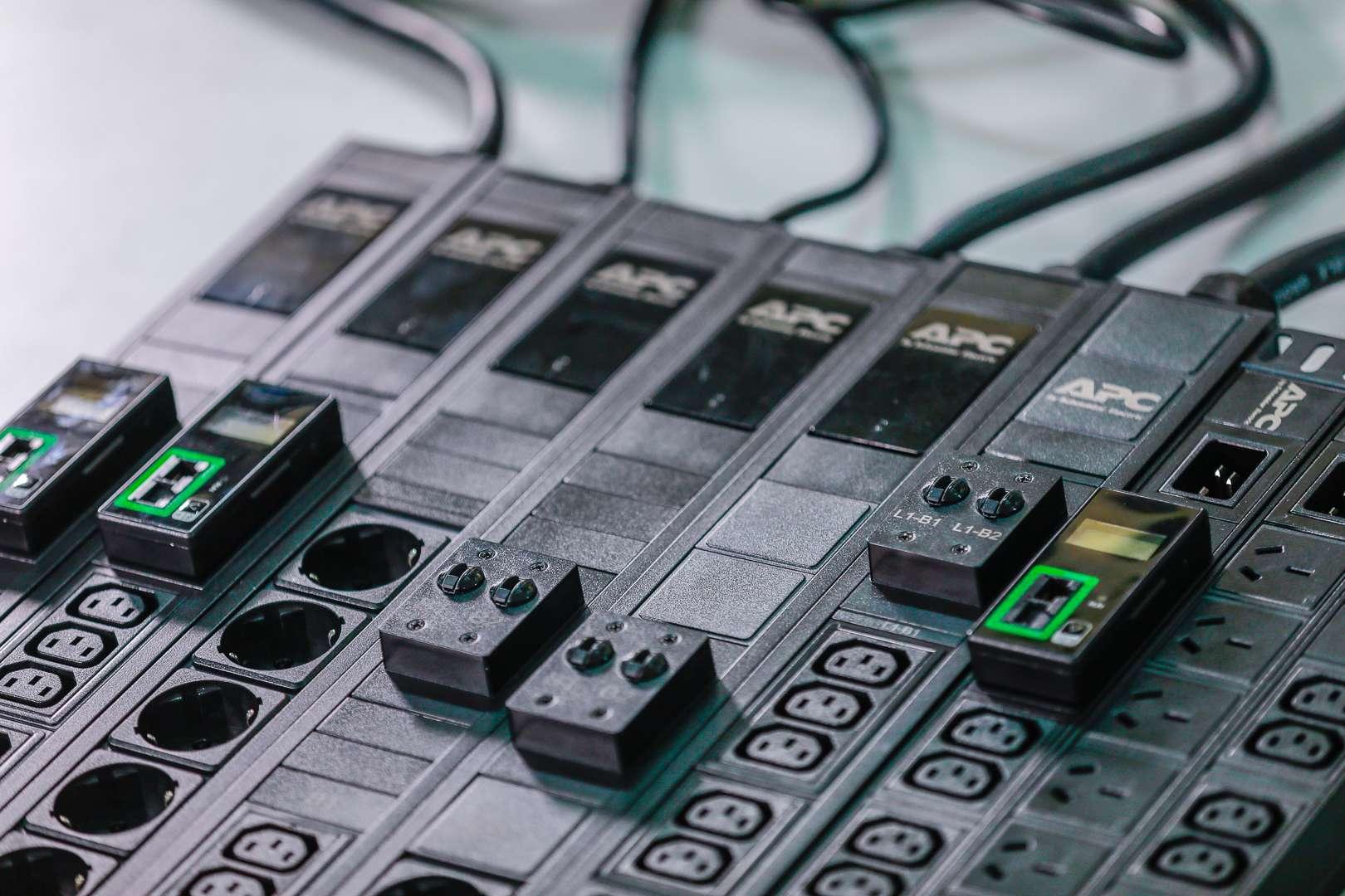 Η Schneider Electric ανακοινώνει τη νέα ολοκληρωμένη σειρά APC Easy Rack PDU