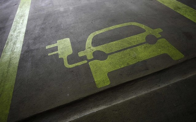 «Στην πρίζα» η χωροθέτηση υποδομών φόρτισης για τα ηλεκτρικά οχήματα σε όλους τους δήμους της χώρας