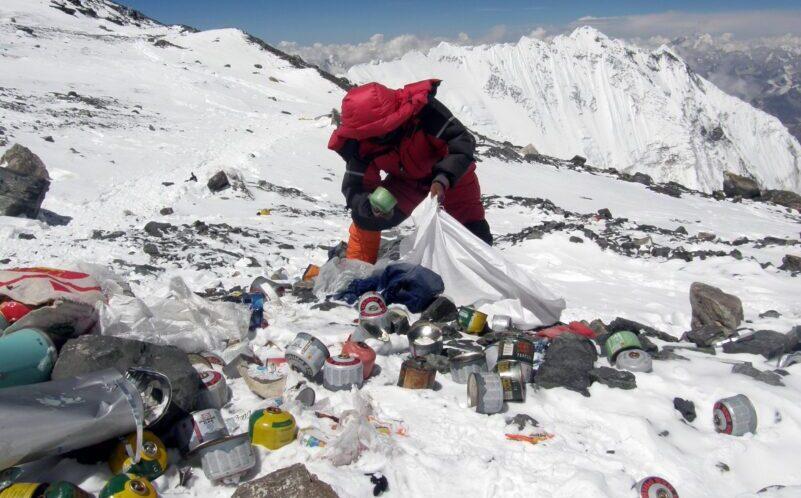 Τα σκουπίδια στο Έβερεστ μετατρέπονται σε… τέχνη!