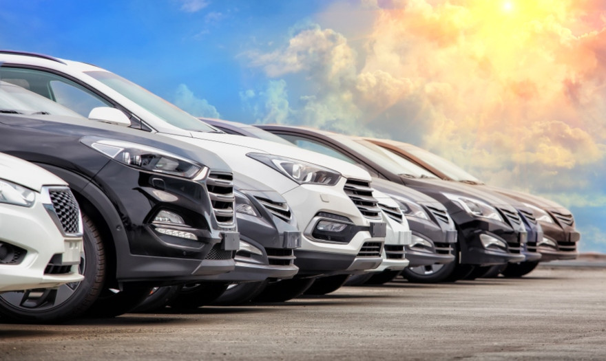 Σκρέκας: Ένα στα δέκα καινούργια αυτοκίνητα το 2021 είναι ηλεκτρικό ή υβριδικό