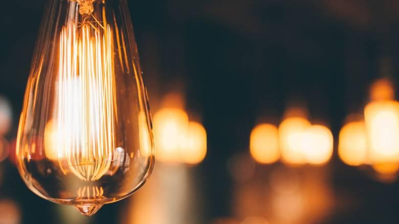 Επανασυνδέεται το ηλεκτρικό ρεύμα σε ευάλωτα νοικοκυριά