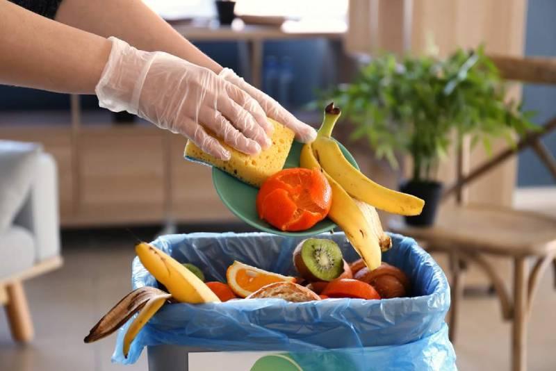 Πόσα κιλά φαγητού πετάμε στα σκουπίδια;