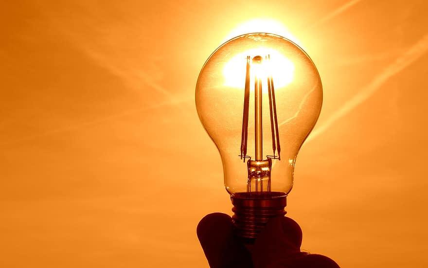 ΔΕΗ: 4.500.000 νοικοκυριά θα ηλεκτροδοτηθούν για 24 ώρες με ΑΠΕ