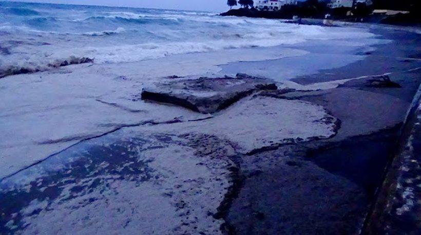 Ρωσία: Πετρελαιοκηλίδα 1.300 στρεμμάτων προκάλεσε διαρροή από αγωγό