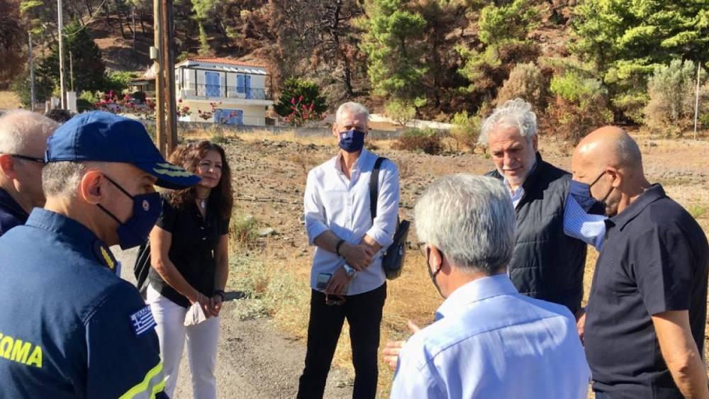 Στις πυρόπληκτες περιοχές της Δυτικής Αττικής παρεβρέθηκε ο υπουργός Χρήστος Στυλιανίδης